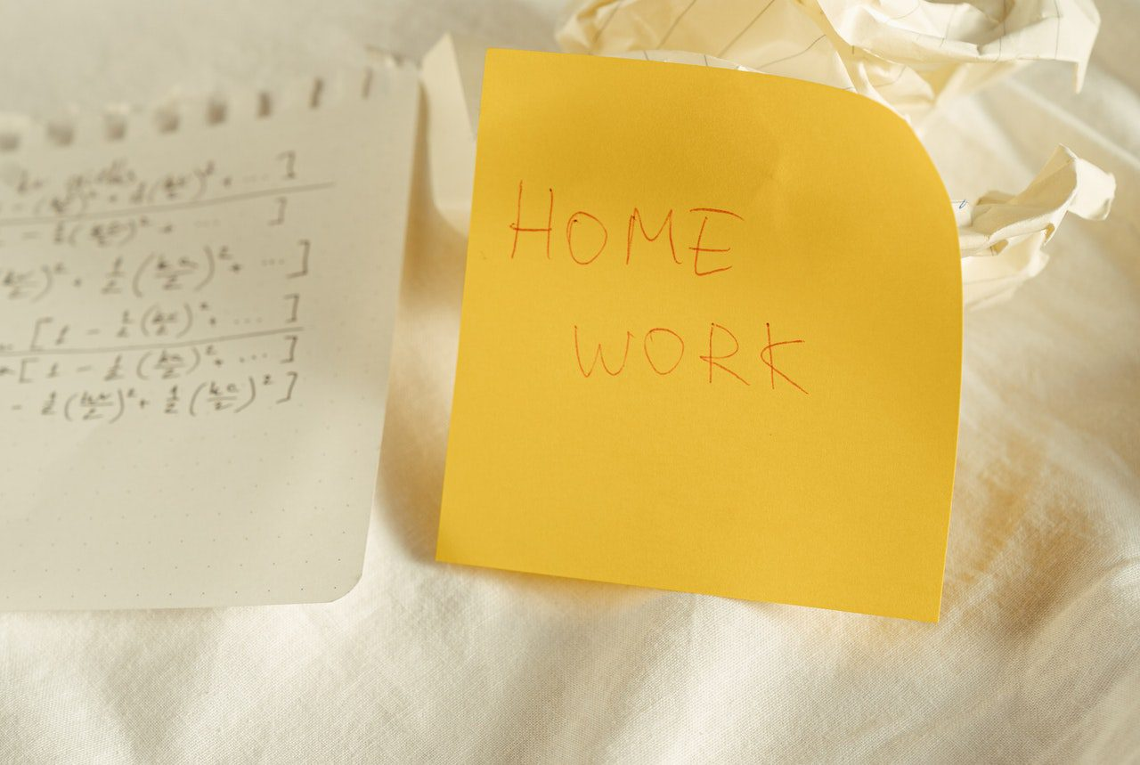 post it note and maths calculations