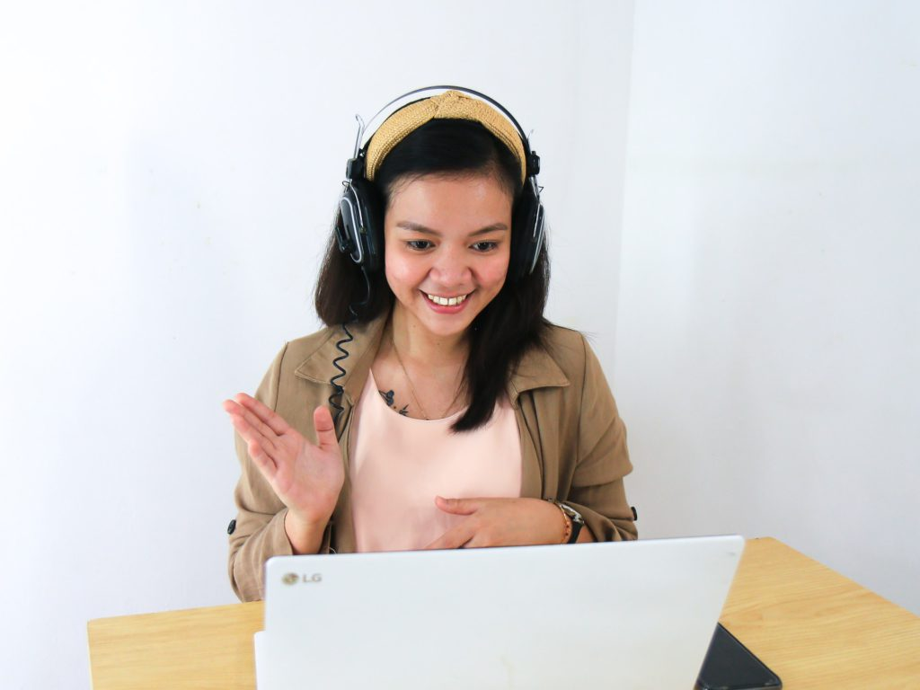 student speaking to online tutor