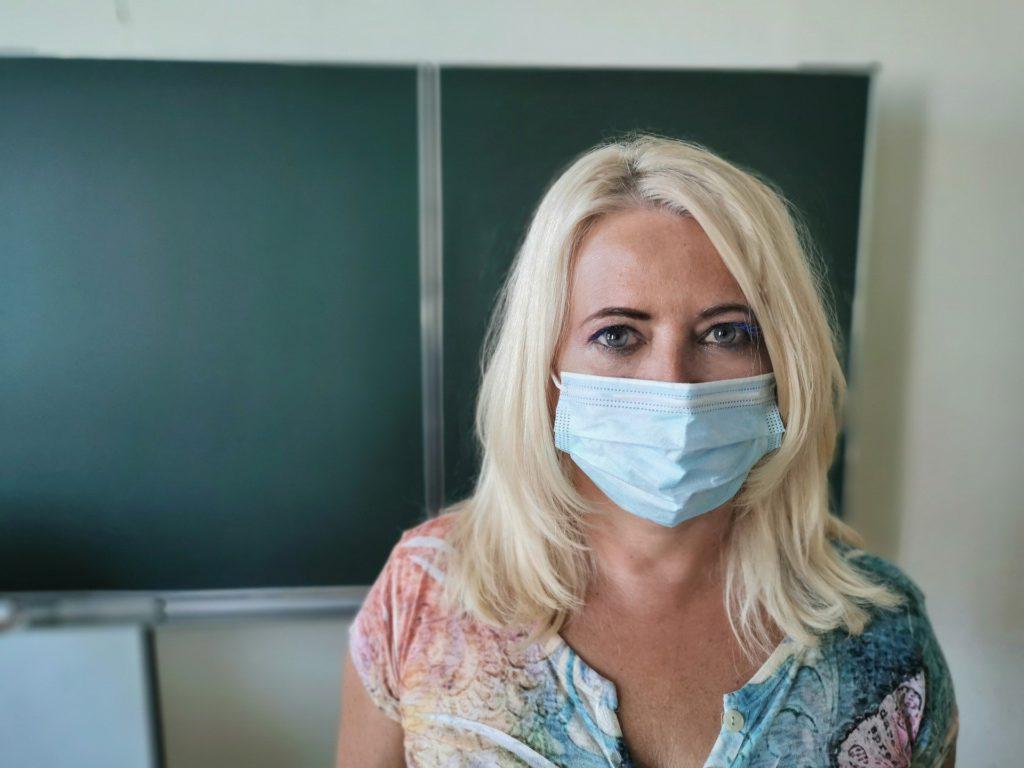 online tutor wearing mask